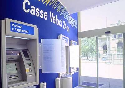 Area self con 3 ATM per prelievi e versamenti