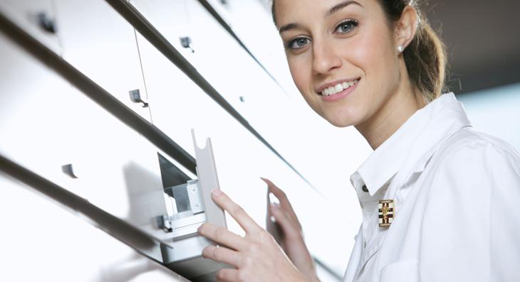 Progetto di cassettiera per farmacia