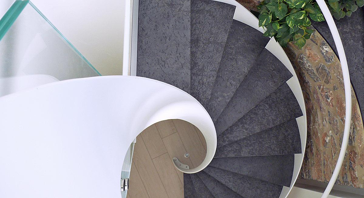 Progettazione di una scala a spirale in ferro e pietra