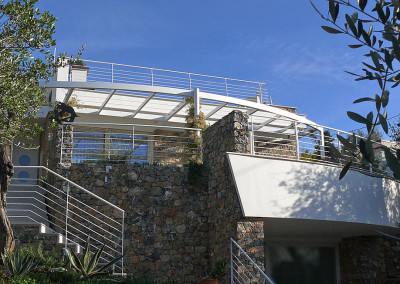 Il fronte della casa che guarda il mare