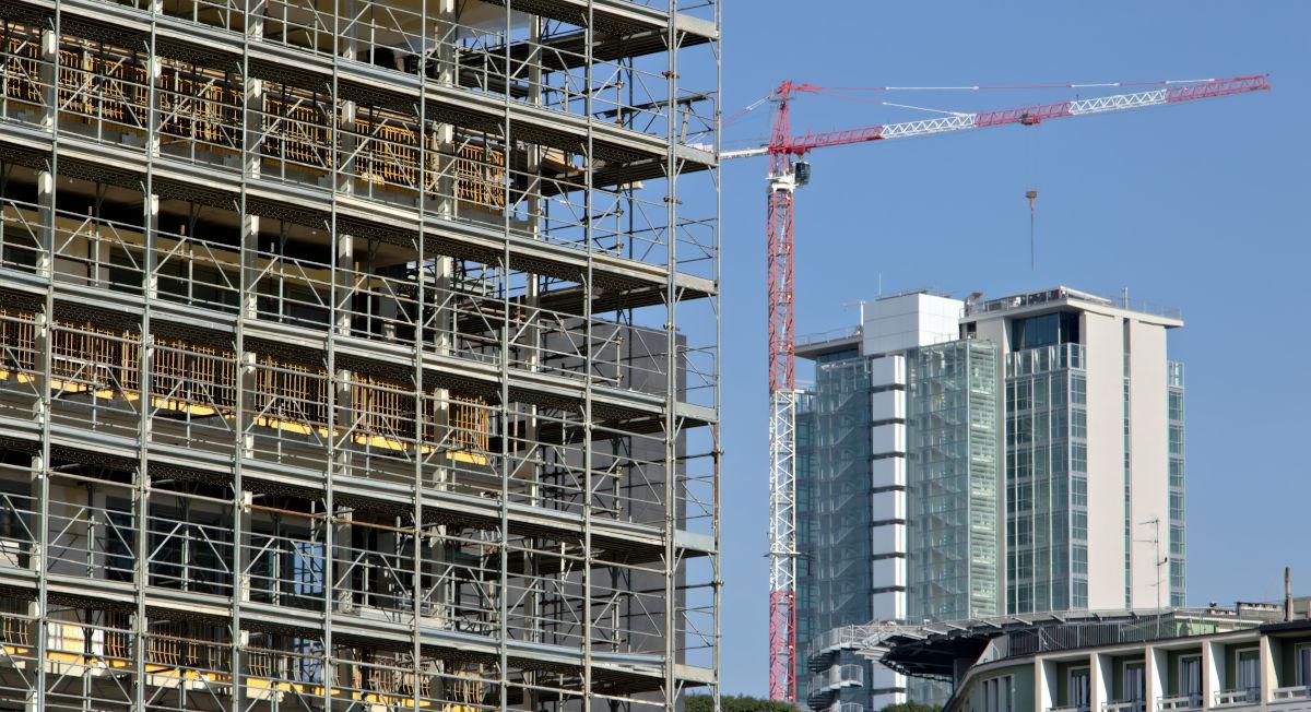 Cantiere per lavori condominiali facciata palazzo.